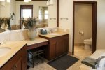 Kolea 1C - Master Suite Bathroom