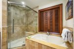 Kolea 7D Master Bathroom