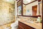 Kolea 7F - Master Ensuite with Dual Vanities, Dual Walk in Shower & Deep Soaking Tub