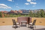 With jaw-dropping views of Sedona`s jagged red rocks