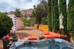 Just Listed!! Private Hot Tub! Sleeps 8 Comfortably! Quail Hollow - S103