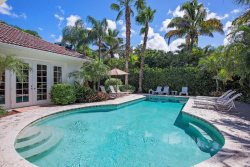 Starfish Beach House ~ Sunny pool area ~ Walk to beach!
