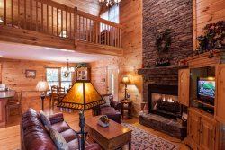 Mountain Memories-Large, Beautiful Cabin - Sleeps 8