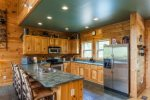 Beautiful, fully equipped kitchen with breakfast bar