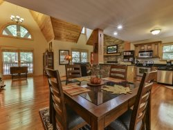 Laughing Bear Lodge - Beautiful Resort Cabin with Amenities