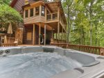 Relax with nature in the large luxury hot tub