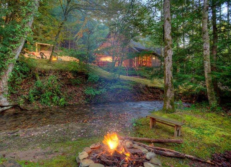 Buddy`s Bungalow Magical Creekside Cabin