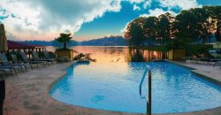 Marlin Houzz: Premier Lake Hamilton Estate, Sleeps 20.  Infinity pool overlooking lake!