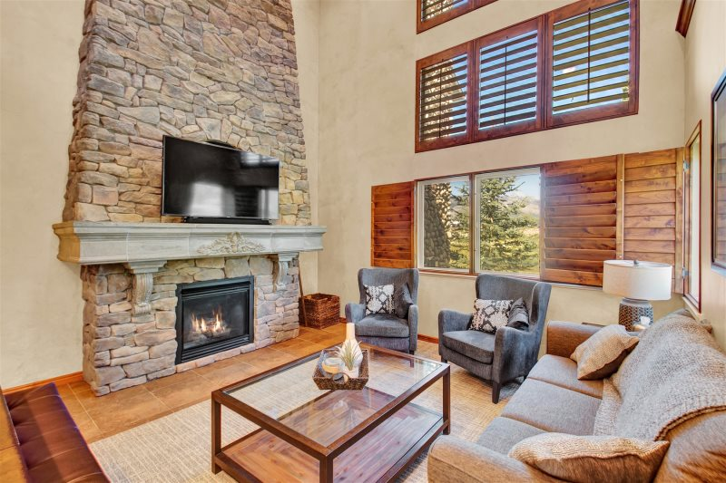 Luxury Cascades Townhome 5 BR Unit W Private Hot Tub Newly Remodeled Game Room Theater