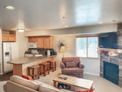 Moose Hollow 410 Wolf Creek Large 1 Bedroom - Book Now and Golf for FREE