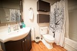 BV5E Upgraded Bath All Mountain Rentals Weekend condo All Mountain Rentals