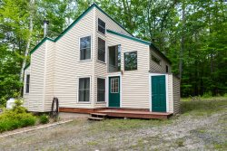 Private 3 Bedroom Home in the Woods Get your Leaf Peeping Time! Walk to Recreation Center