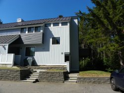 GREAT LOCATION in Waterville Valley Resort- 2 Bedroom Condo close to Town Square