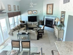 Spacious - Beachfront - Beach access from private balcony- Sleeps 10 - Family Tides
