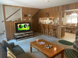 12SM-Convenient location, RIGHT ACROSS THE STREET from Heavenly CA Base Lodge and Gunbarrel lift