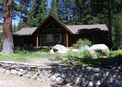 3075E-Fantastic riverfront cabin, relax on the back deck overlooking the river with BBQ and Hot Tub