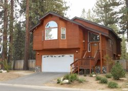 V2-Large Tahoe cabin style home, close to all Tahoe activities, wonderful hot tub, back patio area