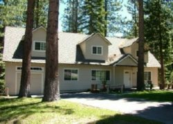 V9-Tahoe Retreat - large lot, spacious living area, back deck with hot tub! Close to hiking/biking trails.