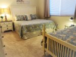 Guest Bedroom With King Bed/Twin Bed and Twin Roll Away