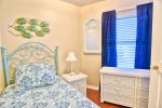 Private 3rd bedroom with Twin Bed
