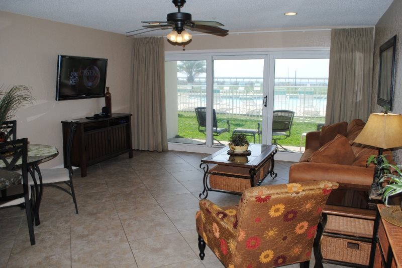 Poolside Paradise Maravilla 2111 Ground Floor Convenience Steps To The Beach Pet Friendly