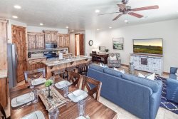 Escape to Coral Ridge | 4178