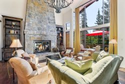 Luxury Townhouse 140 on Whitefish Mountain Resort, just steps away from hiking trails & Mountain activities!