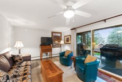 Air-conditioned Hillside Condo, close walk to Whitefish Lake