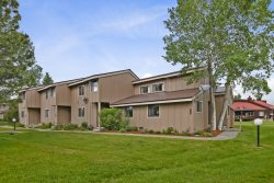 Pines 4048 offers a relaxing Pagosa Springs vacation in this pet friendly condo located in the heart of the Pagosa Lakes area.