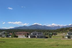 Aspenwood 4220 is a conveniently located studio vacation condo right around the corner from the Pagosa Golf Club.