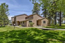 Pines 3040 is a conveniently located vacation condo in the heart of the Pagosa Lakes area.
