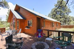 R-N-R- Pagosa offers a relaxing vacation in this charming home located in Pagosa Springs.