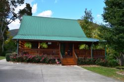 Longhorn Lodge is a beautiful two level cabin that has everything you need for a memorable vacation.