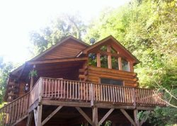 A Spacious, Beautiful Charming Smoke-Free Cabin, Great Location And Close to Skiing