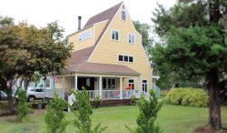 Eastport Elegant ~ Sleeps 8 easily! Incredible Master Suite! Yard for children to romp! First class!