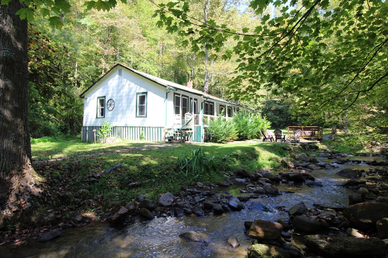 Three Bedroom Fishing Cottage On The Creek In Bryson City