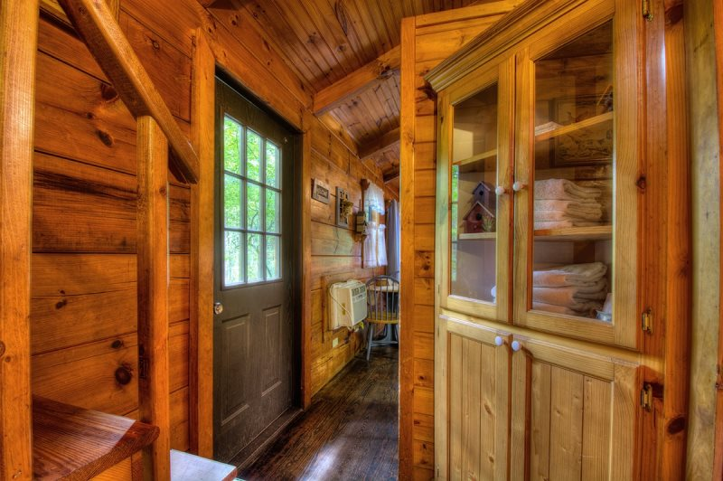 Affordable One Bedroom Fishing Cabin On Creek In Bryson