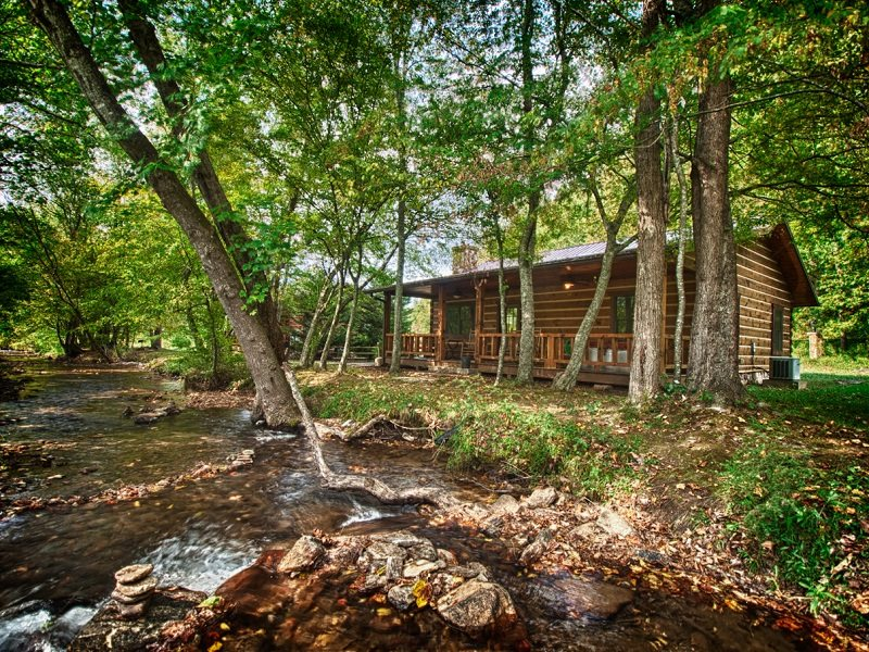 Fishing cabin on the creek near cherokee nc for Fishing cabin rentals