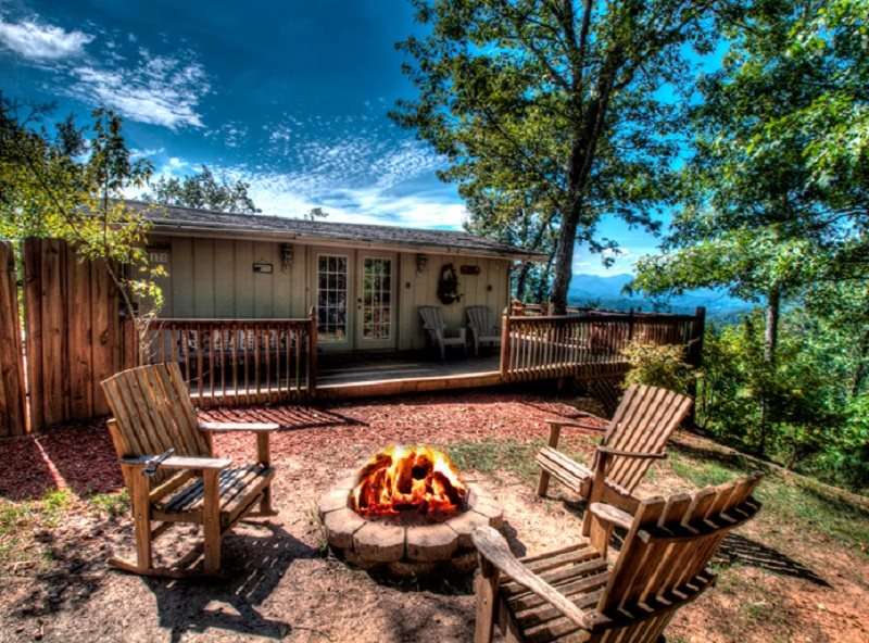Affordable one bedroom cottage with amazing views of the for Smoky mountain nc cabin rentals