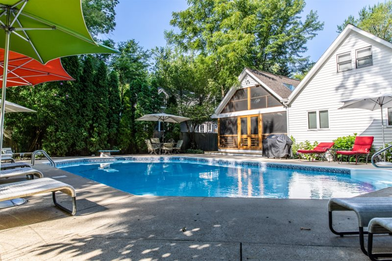 . Azur Pool House   Great 5 bedroom 3 bathroom pool house with hot tub