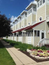 Beach Flair - 3 BR townhouse with assn. pool, walk to beach, downtown location - New Buffalo