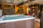 Rec Room with Hot tub