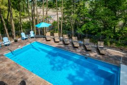 Great Lake Attitude - 5 BR pool house w/private assn. beach