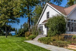 Greenwood Lakefront Cottage
