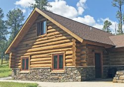 Stunning Cabin Convenient to Everything with all the Amenities