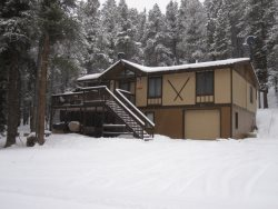 The Hulse Haus II has quick and easy access to alpine lake fishing, snowmobiling, hiking, x-country skiing, and 2 minutes to Ski Cooper