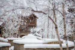 Luxury Slopeside Ski-in Ski-Out Condo on Big Mountain! Stunning decor, private hot tub and sleeps 12!