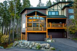 Gorgeous 7BR Ski-in and Ski-Out Montana Home on Big Mountain! Private Hot Tub! Sleeps 18!