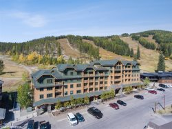 Amazing Ski-in Ski-out Whitefish Mountain Morning Eagle Condo! Sleeps 6!