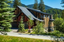 Absolutely Stunning Moose Run Ski-in Ski-out Townhome! Sleeps 21!